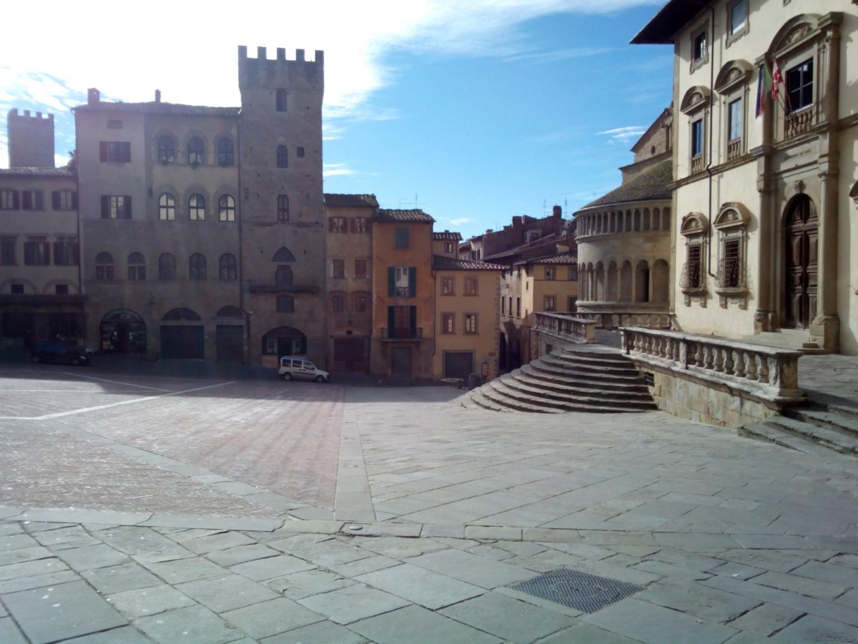 Passeggiata in centro ad Arezzo: Foto di Piazza Grande