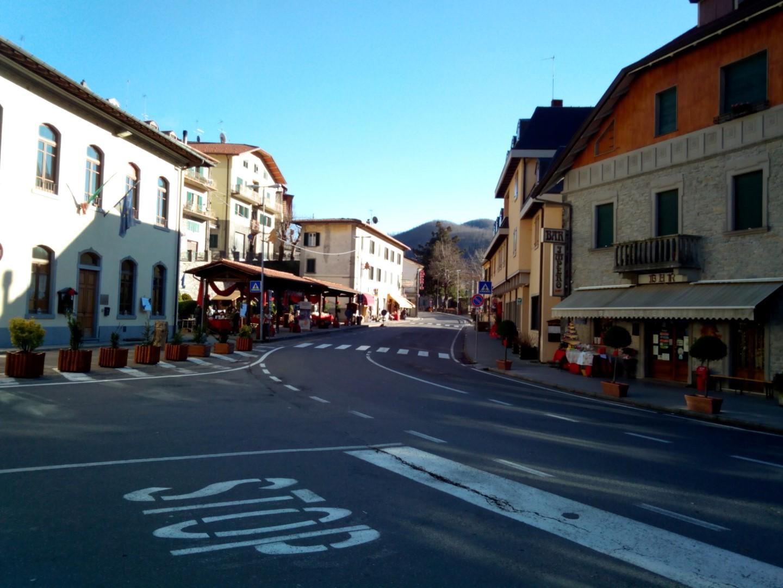 incrocio principale di Badia prataglia lungo la via Nazionale del Passo dei Mandrioli