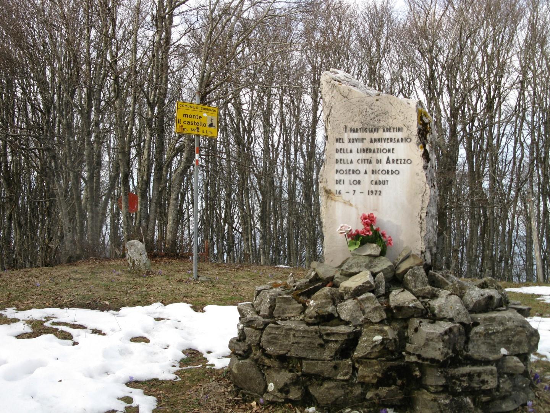 Monte Castello-Alpe di Catenaia- Monumento partigiani giornata neve