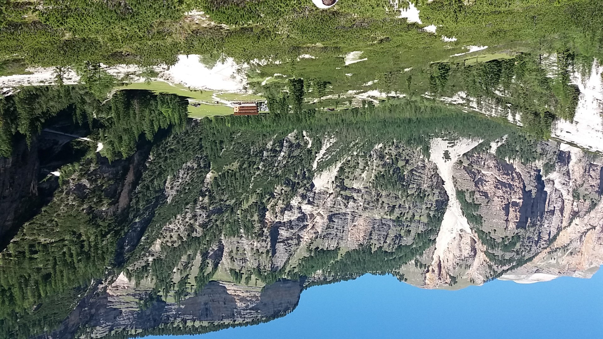 Il rifugio Pederü nei pressi di San Vigilio di Marebbe, visto dall'alto