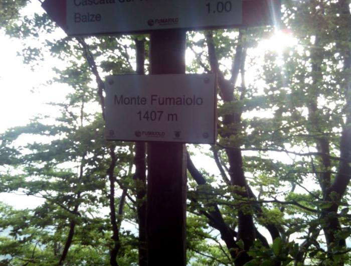 Iscrizione sulla cime del Monte Fumaiolo