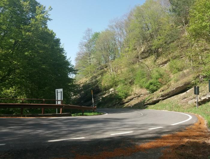 Incrocio tra statale e sentiero 58