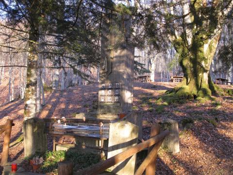 Alpe Catenaia-Baregno monumento caduti