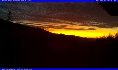 Immagine scattata all'alba, poco prima del sorgere del sole